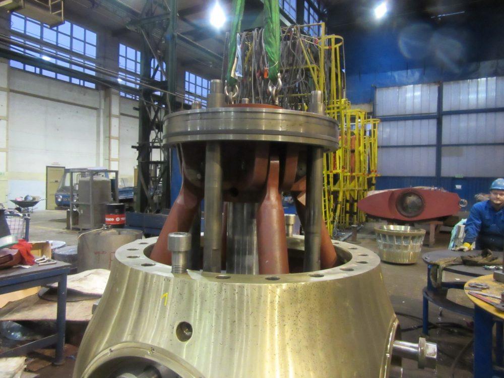 Foto Montierung eines Servokolben in 1000x750px | Propeller Service GmbH Bremerhaven