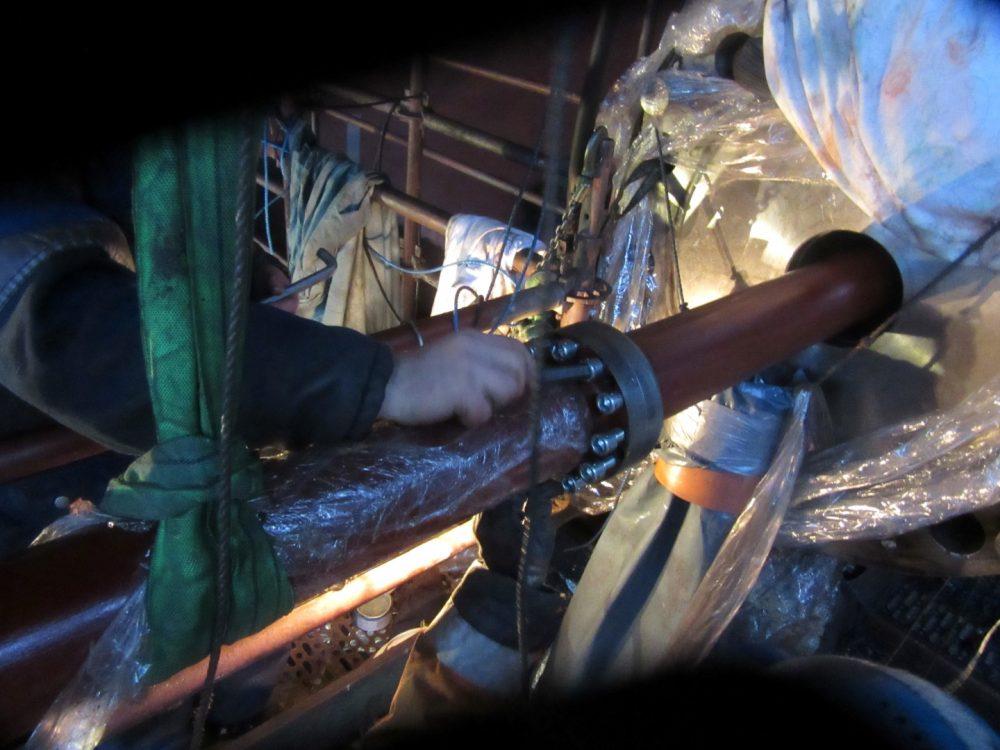 Foto Ölrohre werden montiert in 1000x750px | Propeller Service GmbH Bremerhaven