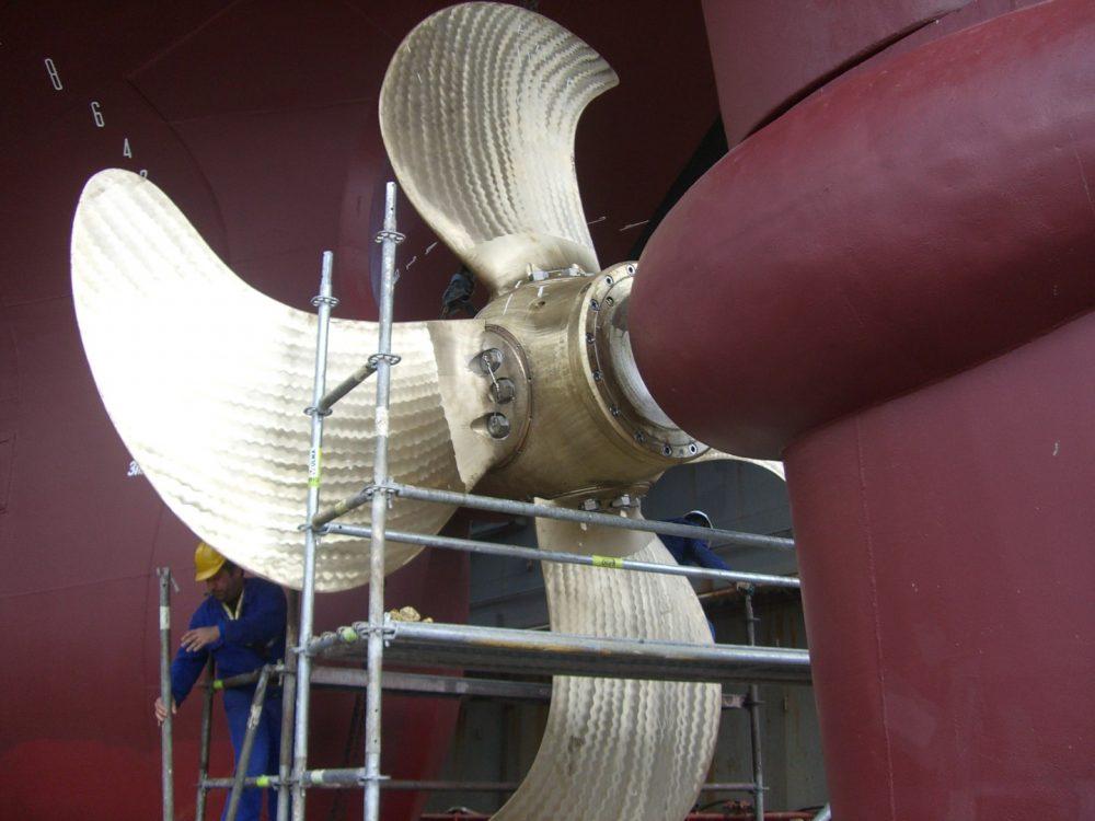 Der Propeller wird montiert-und getestet in 1000x750px | Propeller Service GmbH Bremerhaven