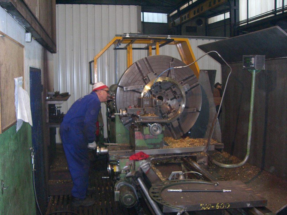 Foto Maschinelle Bearbeitung von Bundbüchsen in 1000x750px | Propeller Service GmbH Bremerhaven