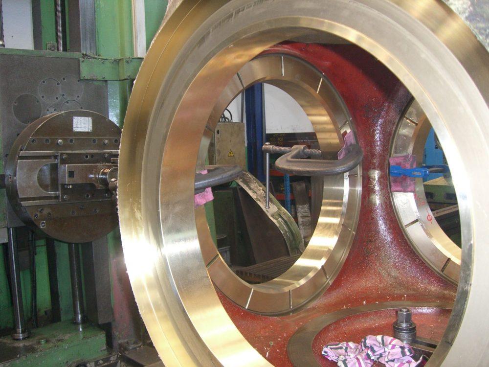 Die Bundbüchsen werden eingeschrumft in 1000x750px | Propeller Service GmbH Bremerhaven