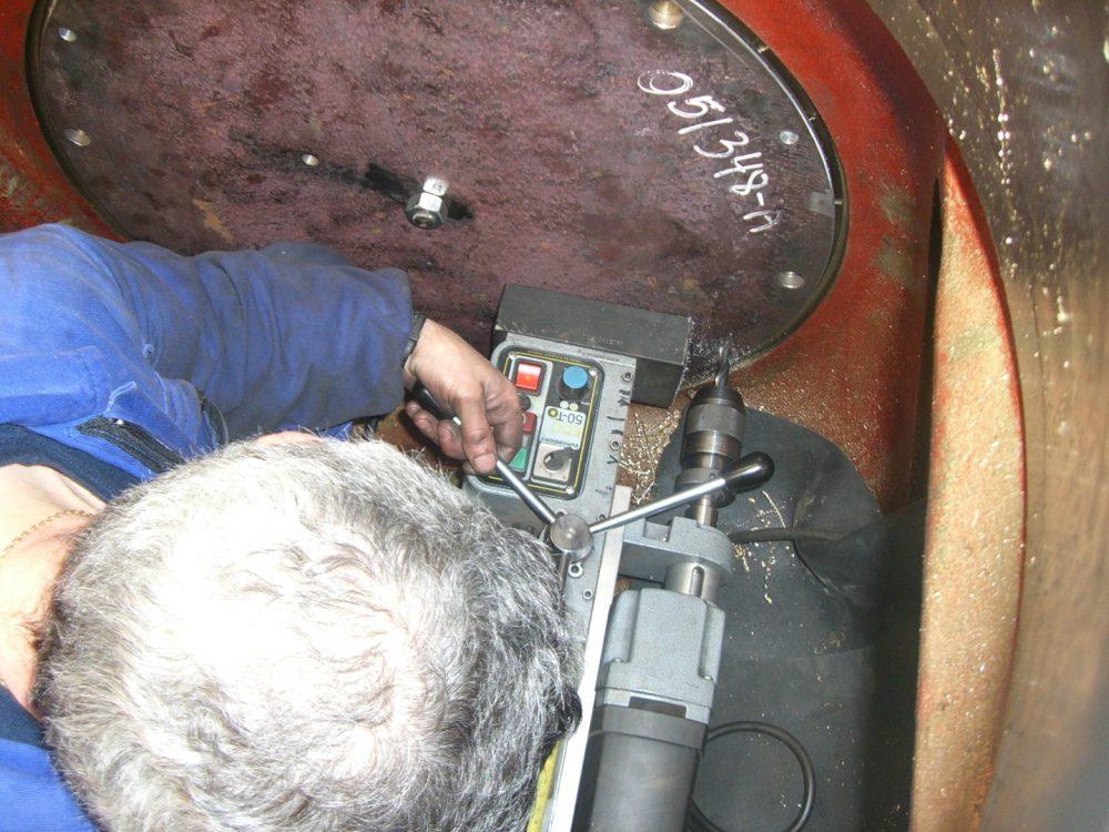 Foto Spannstiftlöcher werden gebohrt in 1000x750px | Propeller Service GmbH Bremerhaven
